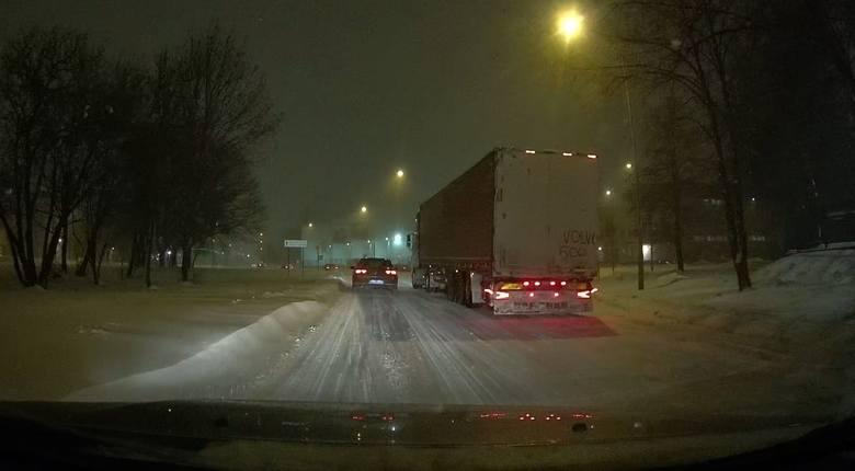 Zatrzymana ciężarówka na Składowej obok Octowej w Białymstoku