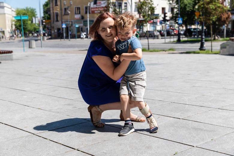 Karolina Roszkowska, mama Bartka, uważa, że jedna z wychowawczyń źle traktuje jej niepełnosprawnego synka