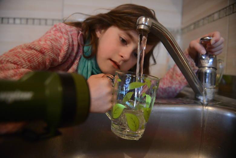 Opłaty za wodę rosną, więc coraz więcej osób używa jej w sposób oszczędny