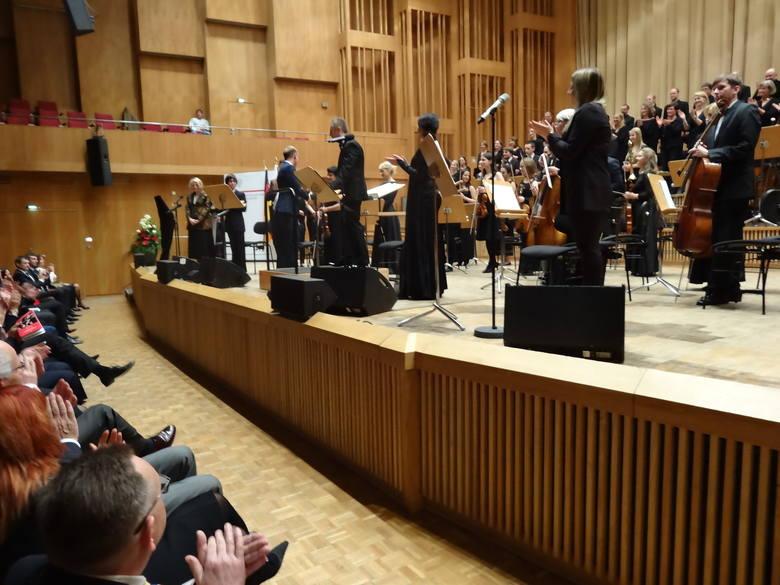 Sinfonietta Polonia, Neue Berliner Chor, soliści i dyrygent Wojciech Rodek podczas berlińskiego koncertu