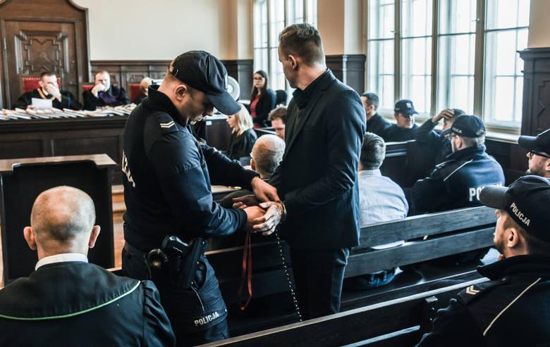 Patryk R. jest współoskarżony o udział w zamordowaniu obywatela Niemiec. Twierdzi, że tylko zażartował o pozbyciu się kolegi. Dwaj znajomi mieli potraktować pomysł serio. Grozi im dożywocie.