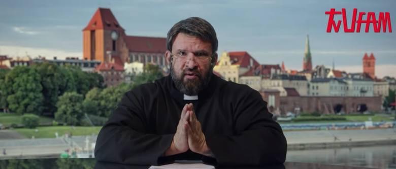 """W najnowszym filmie """"Polityka"""" Patryka Vegi nie zabrakło wątków toruńskich związanych z ojcem Tadeuszem Rydzykiem. W rolę redemptorysty"""