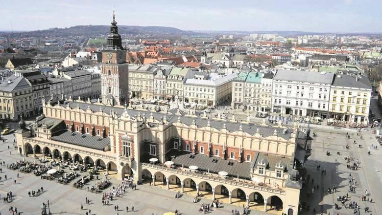 <strong>Kraków</strong><br /> - Kraków od najmłodszych lat mojego życia, od lat dziecięcych jeszcze, był dla mnie szczególną syntezą wszystkiego, co polskie i co chrześcijańskie. Zawsze mówił mi o wielkiej przeszłości mojej Ojczyzny - tak Jan Paweł II mówił o ukochanym mieście na Błoniach 6 czerwca 1979...