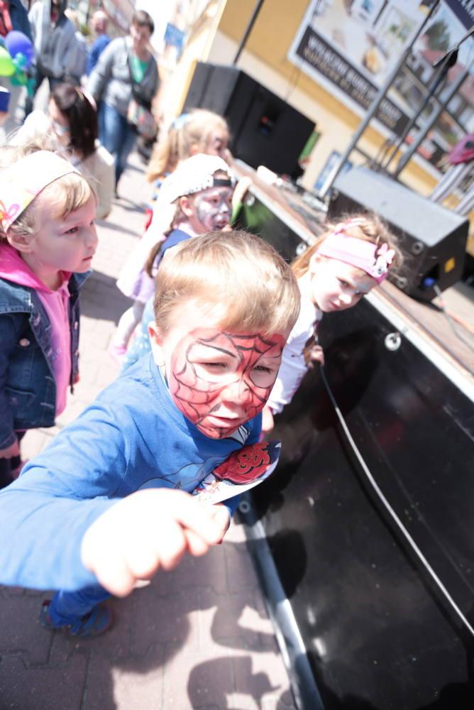 Kolorowy Międzynarodowy Dzień Rodziny na deptaku [ZDJĘCIA]
