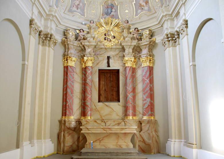 Kaplica Paryska w klasztorze oo. Dominikanów w Lublinie, ołtarz po renowacji.