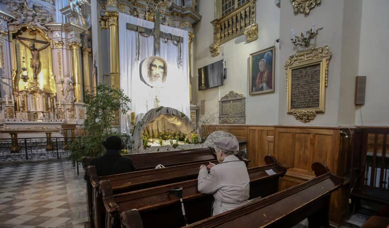 Ksiądz nazwał parafianina Judaszem. Poszło o przekroczenie limitu wiernych w kościele (Zdjęcie poglądowe).