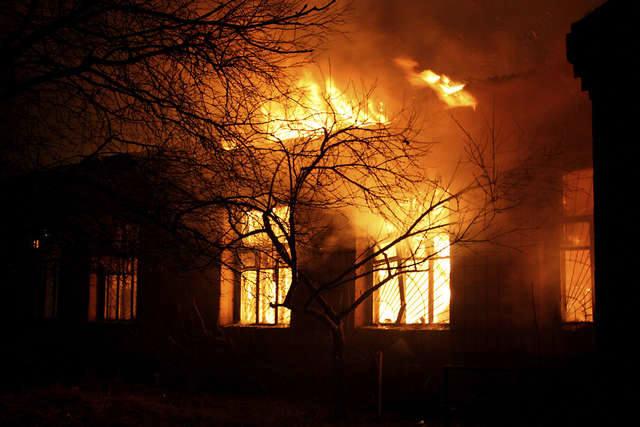 Groźny pożar budynku socjalnego. Sześć osób w szpitalu