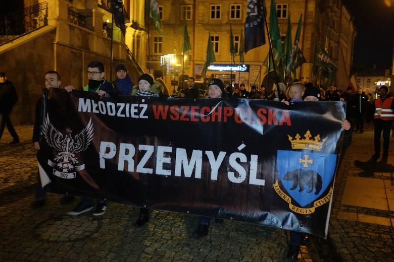W niedzielę ulicami Przemyśla przeszedł marsz upamiętniający bohaterstwo Orląt Przemyskich i Lwowskich w 99. rocznicę bitwy pod Niżankowicami, w której