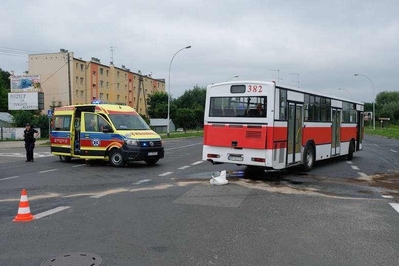 We wtorek przed godz. 8 na skrzyżowaniu ul. Lwowskiej z ul. Ofiar Katynia w Przemyślu doszło do zderzenia audi z autobusem MZK. Pogotowie ratunkowe zabrało
