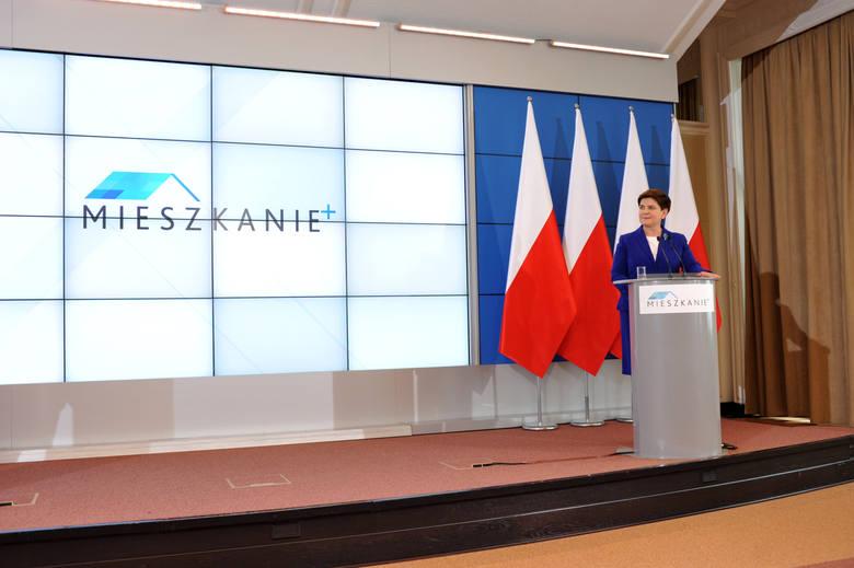 22 grudnia 2016 r. prezes PiS Jarosław Kaczyński rozpoczyna budowę bloków w Białej Podlaskiej