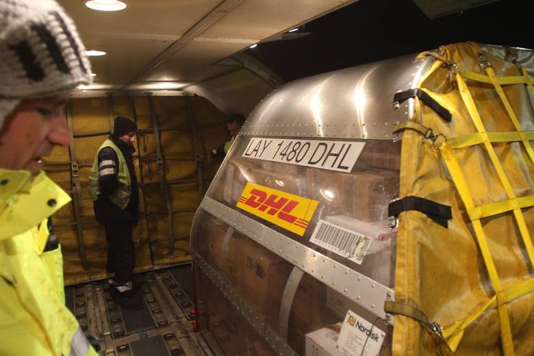 Boeing 757, 3000 paczek, 2 godziny. Jak spędziłam poranek na lotnisku [WIDEO]