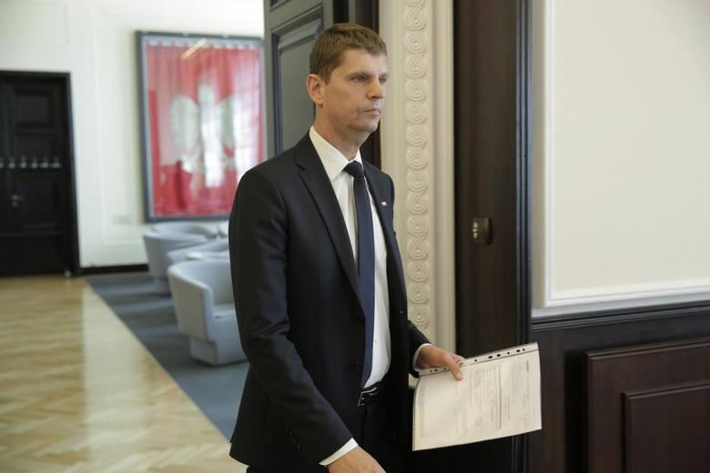 Prezydent Andrzej Duda powołał w piątek nowy rząd premiera Mateusza Morawieckiego. Ministrem edukacji został szef podlaskiego PiS poseł Dariusz Pion