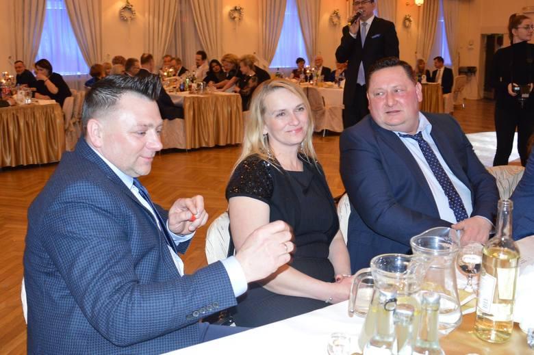 Skawina. Przedsiębiorcy licytowali dla 10-letniej Julki. Podkrakowska Izba Gospodarcza 14. raz zorganizowała charytatywny bal.