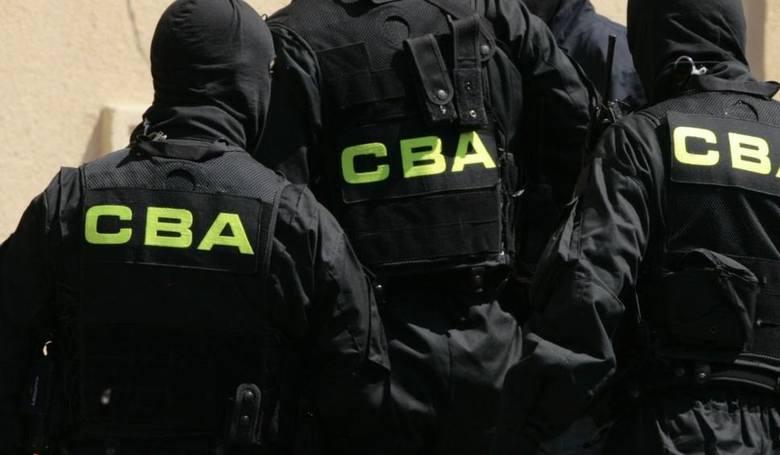 We wtorek agenci CBA weszli do domów zatrzymanych oraz firm, aby zabezpieczyć dokumentację finansową.