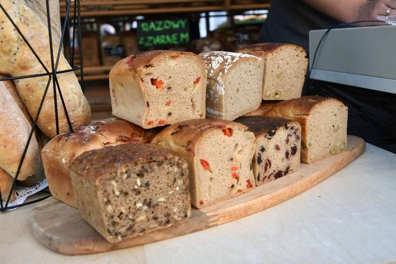 Wyżej niż ogólny wzrost żywności plasują się też podwyżki innych kluczowych dla budżetu domowego produktów: pieczywo podrożało o 6 proc., a mąka aż o