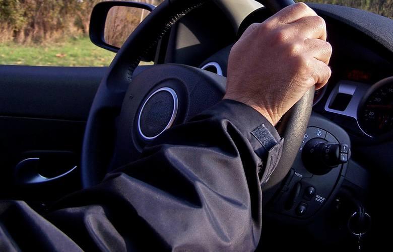 Taksówkarz z Kędzierzyna-Koźla usłyszał pięć zarzutów. Stanie przed sądem