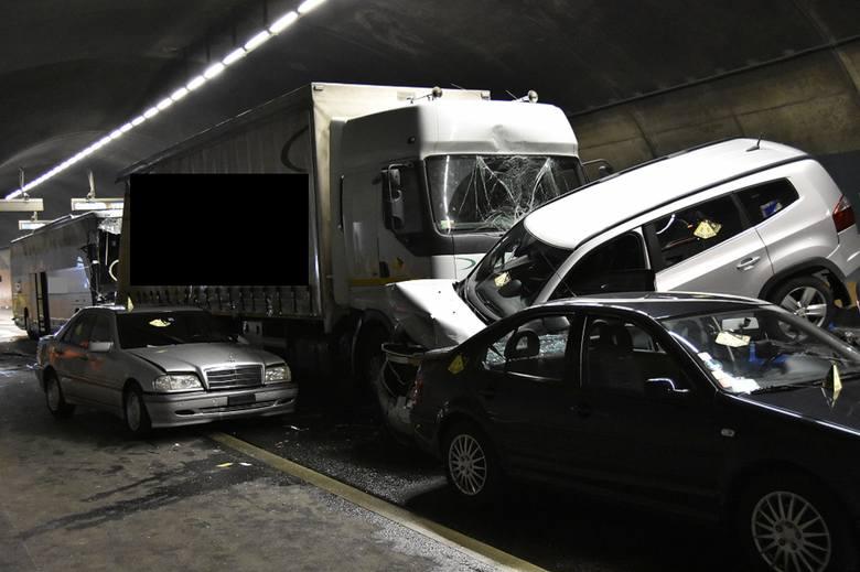 W sobotę autokar jeżdżący pod szyldem opolskiego Sindbada miał wypadek w miejscowości Schaffhausen w północnej Szwajcarii. W wypadku, w którym uczestniczyło
