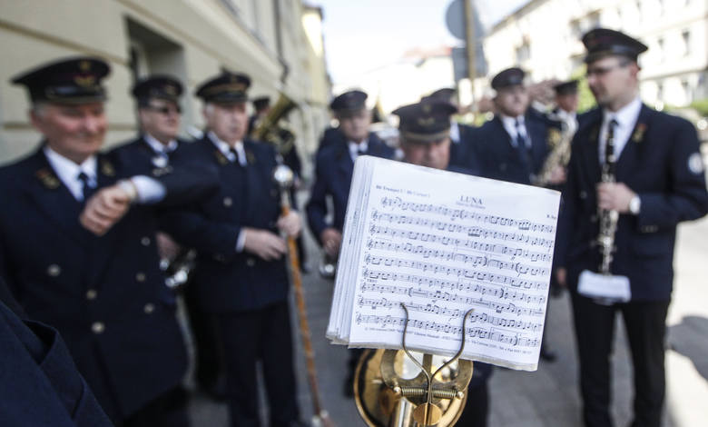 Pochód pierwszomajowy w Święto Pracy w Rzeszowie.