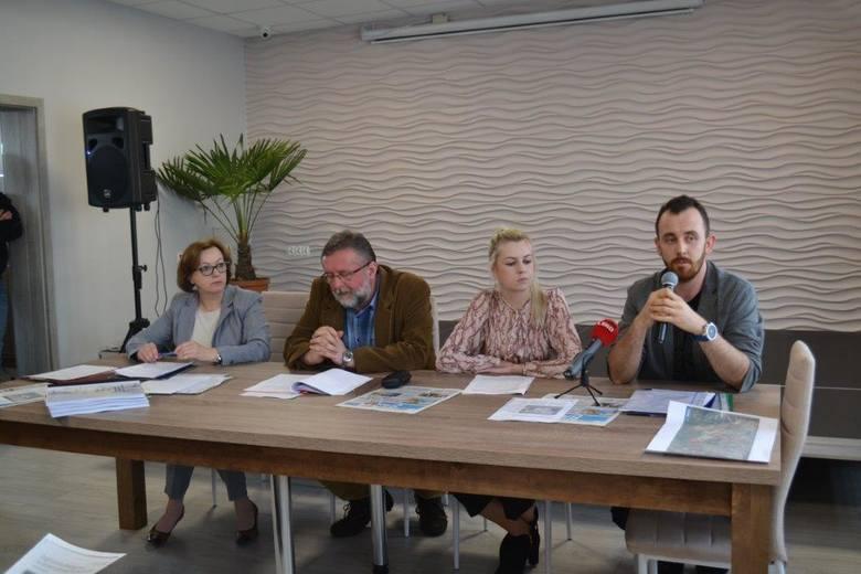 Nie chcą budowy kurników w gminie Tuczępy. Ciąg dalszy protestu mieszkańców i przedsiębiorców [ZDJĘCIA]