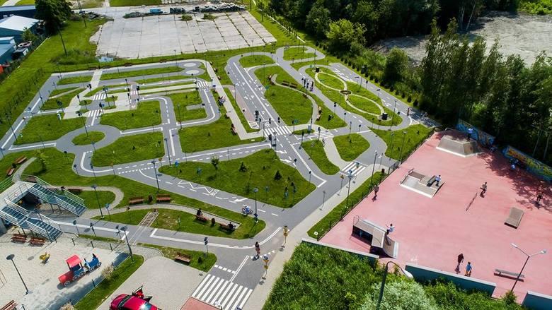 """W Wieliczce wznowiło już działalność miasteczko rowerowe. Ciekawe wakacyjne zajęcia zaplanowano m.in. także w sąsiadującym z tym obiektem """"Solnym"""