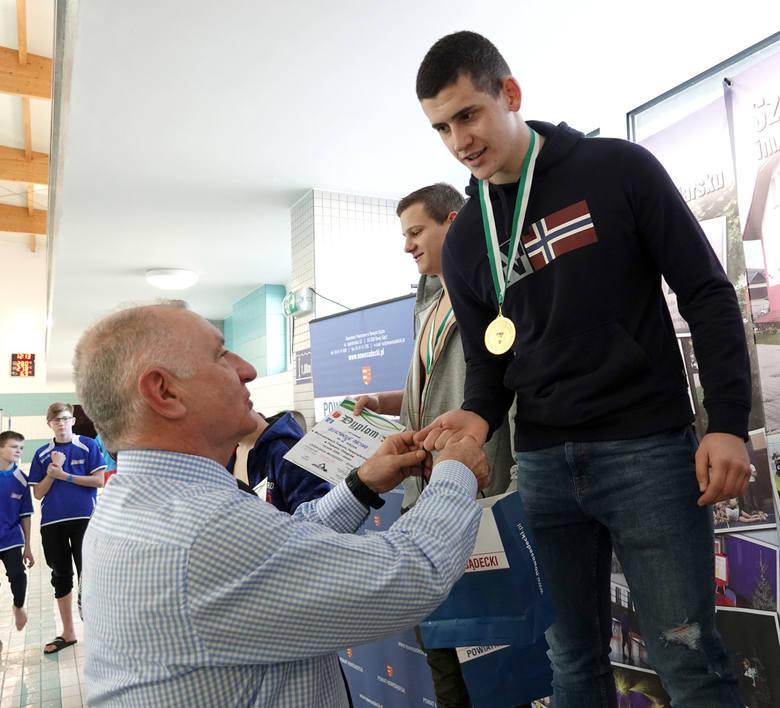 Chełmiec. I Zawody Pływackie Powiatu Nowosądeckiego. Wzięło w nim udział ponad 100 pływaków [ZDJĘCIA]