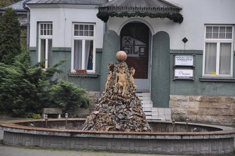 Fontanna na terenie siedziby Tauronu Wydobycie w Jaworznie.