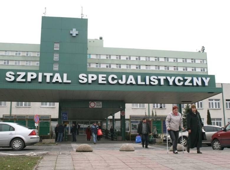Radom. Przewiozą 21 zarażonych koronawirusem pacjentów ze szpitala na Józefowie do szpitali zakaźnych