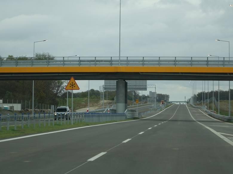 Kierowcy mogą od czwartku korzystać całego ciągu drogi S6 pomiędzy Goleniowem, a Koszalinem o długości około 130 km. Został udostępniony do ruchu odcinek