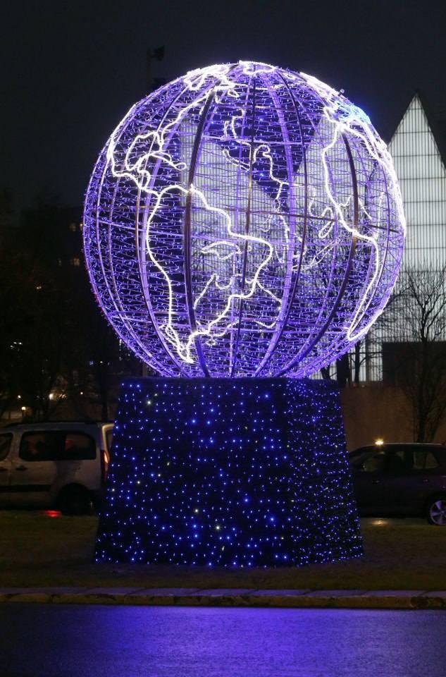 Ozdoby i światełka na ulicach miasta. Świąteczna atmosfera w Szczecinie