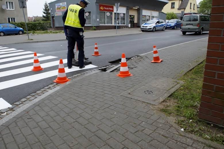 Zapadła się jezdnia i część chodnika na skrzyżowaniu ulic Arciszewskiego i Racławickiej. Dziś zgłoszenie, dziś zlecenie.- Na skrzyżowaniu ulic Arciszewskiego