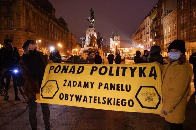 Precz z julkami, kobiety mają pachnieć! Dlaczego Polska nie będzie przedmurzem Azji, a wojna inceli i kuców nie ma sensu [Kwadratura kuli]