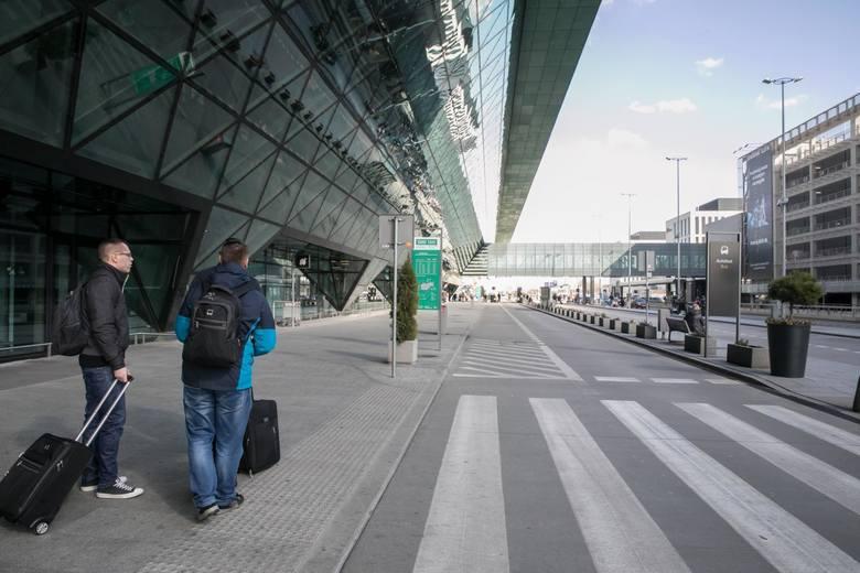 Lotnisko w Krakowie-Balicach przeżywa najtrudniejszy czas w historii. Stara się jednak szybko odtworzyć i rozbudować siatkę lotów z Krakowa
