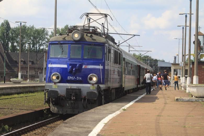 Od niedzieli Wrocław z innymi miastami połączy 71 pociągów dalekobieżnych. Podróżni jadący z Wrocławia do Poznania będą mogli skorzystać średnio z 15