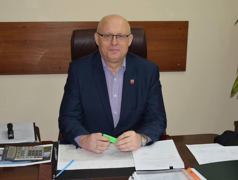 Dariusz Bulski, wójt gminy Kowala informuje, że urząd został wyposażony we wszelkie potrzebne środki do ochrony osobistej.