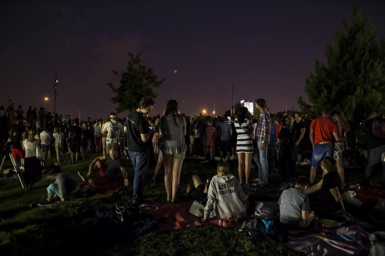 Pełnia Księżyca 2020: kiedy? Półcieniowe zaćmienie Księżyca Sprawdź, gdzie oglądać? Pełnia Wilczego Księżyca [12.01.2020]