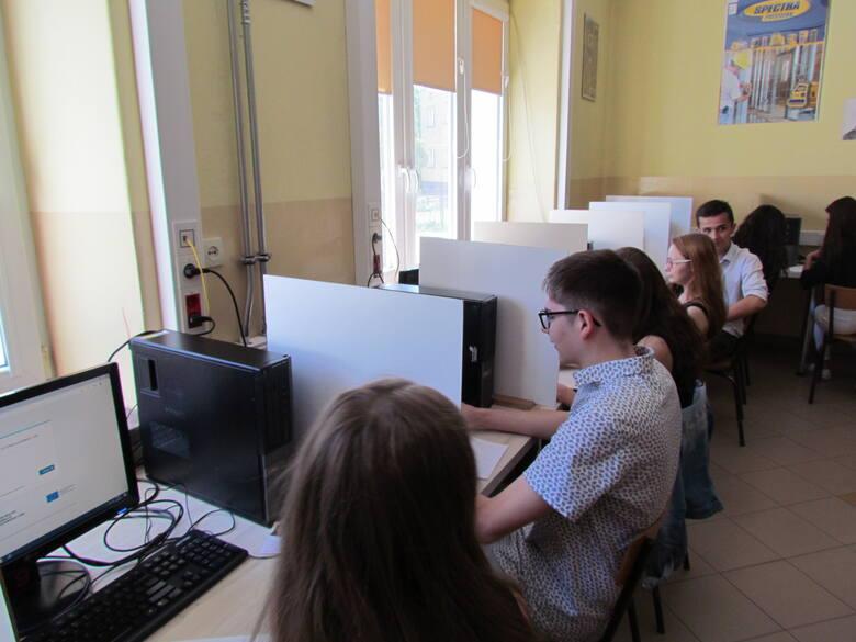 """W """"Czarnieckim"""" we Włoszczowie rozpoczęły się egzaminy zawodowe (ZDJĘCIA)"""