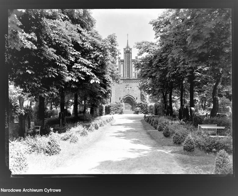 Cmentarz na ulicy Wrocławskiej. W głębi obecna kaplica.