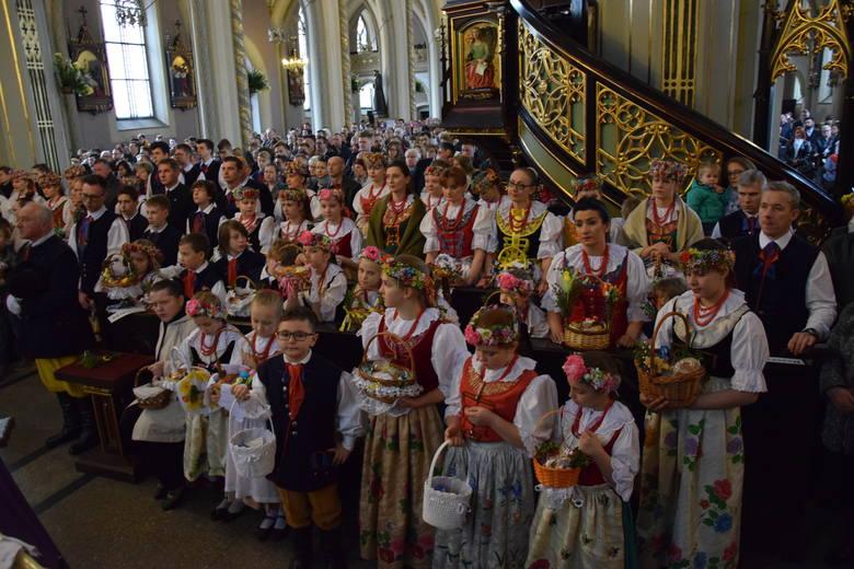 Święcenie pokarmów w śląskich strojach - nowa tradycja w Radzionkowie