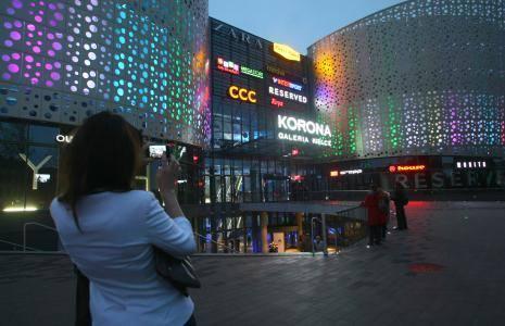 Najemcy chcą niższych czynszów w Galerii KoronaWłaściciele salonów w Galerii Korona Kielce chcą płacić niższe czynsze, bo nie ma w centrum handlowym