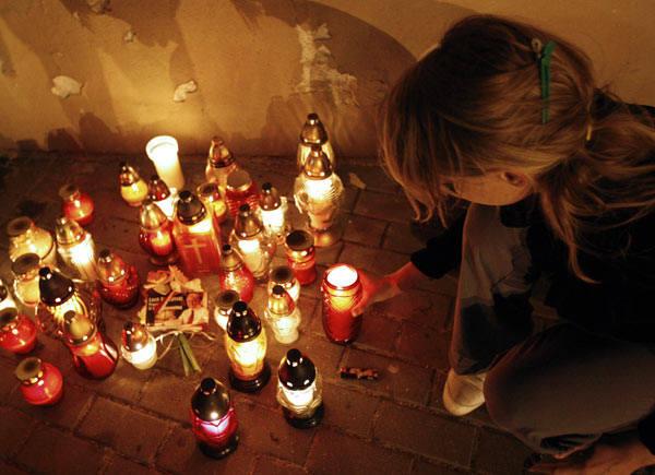 Msza zalobna w kościele Bernardynów w Rzeszowie<br /> W Sanktuarium Matki Boskiej Rzeszowskiej, odbyla sie msza zalobna w intencji tych, którzy zgineli w katastrofie samolotu w Smolensku. Msze koncelebrowal  ks. bp. ordynariusz Kazimierz Górny. Przed mszą odczytano nazwiska wszystkich, którzy...