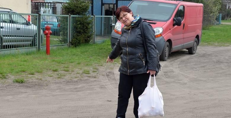 Po każdym większym deszczu mamy tu kałuże na całej szerokości drogi - mówi Teresa Czulak z ul. Kościuszki.