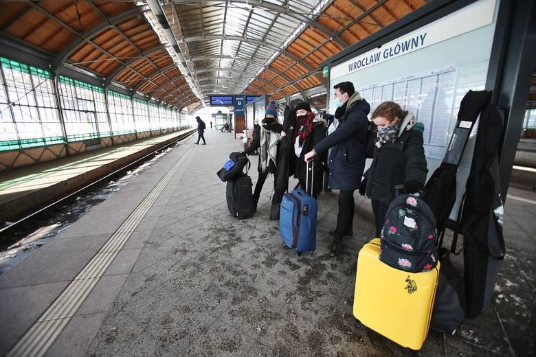 Wrocław: Mróz paraliżuje kolej. Odwołane i opóźnione pociągi!