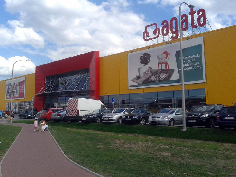 20. Grzegorz, Sebastian i Marcin Ćwik, majątek: 1,657 mld złWłaściciele Agata Meble, największej w Polsce sieci salonów meblowych. Firmę założył w 1993