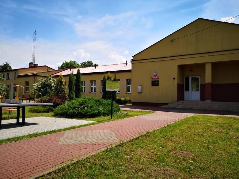 Wkładem własnym gminy jest budynek po Publicznym Gimnazjum o powierzchni 549 metrów kwadratowych.