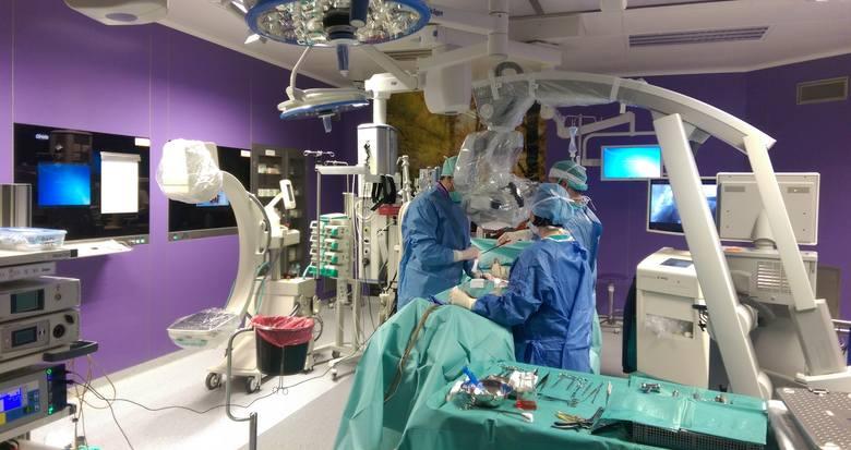 - Dwa i pół roku temu szpital robił 13-15 operacji raka prostaty rocznie. Teraz operacji jest ponad sto – mówi doktor Piotr Petrasz.
