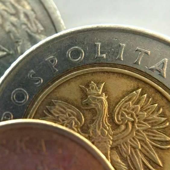 I wtedy padła propozycja 500 złotych łapówki, a potem Grzegorz P. wciskał policjantowi 10 złotych do ręki.