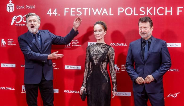 Uroczysta gala na zakończenie Festiwalu Polskich Filmów Fabularnych w Gdyni to doskonała okazja, by podziwiać kreacje sław srebrnego ekranu pozujących