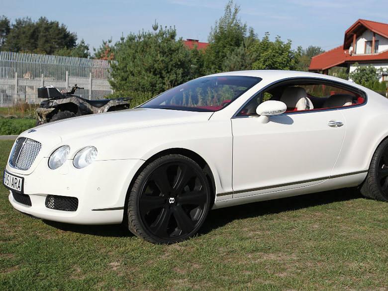Bentley continental GT wygląda niepozornie, ale to jeden z najszybszych seryjnych samochodów typu coupe. Pod maską ma 6-litrowy silnik W12 o mocy 560