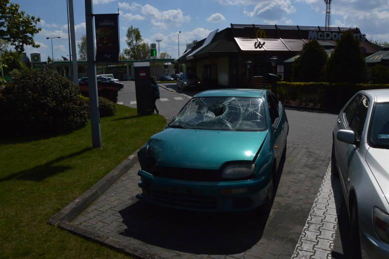 Wrak spod McDonald's przy Krakowskiej. Kolejny do usunięcia