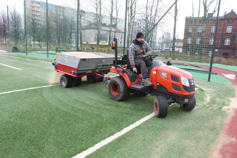 W katowickim Wełonowcu powstaje nowoczesne boisko ze sztuczną nawierzchnią. Dzięki ogromnemu zaangażowaniu grupy mieszkańców i pieniądzom pozyskanmym